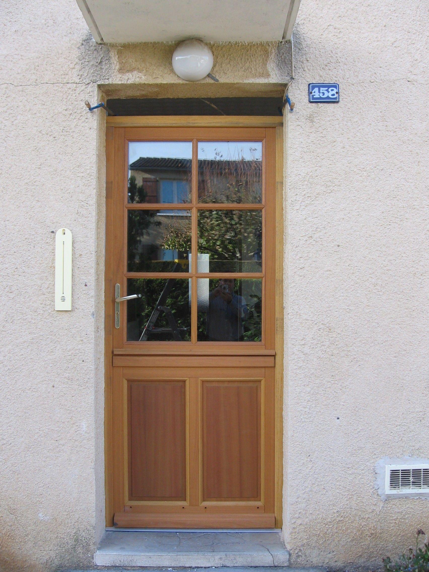 porte d 39 entr e 1 vantail avec soubassement 2 panneaux partie haute vitr e avec petits bois. Black Bedroom Furniture Sets. Home Design Ideas