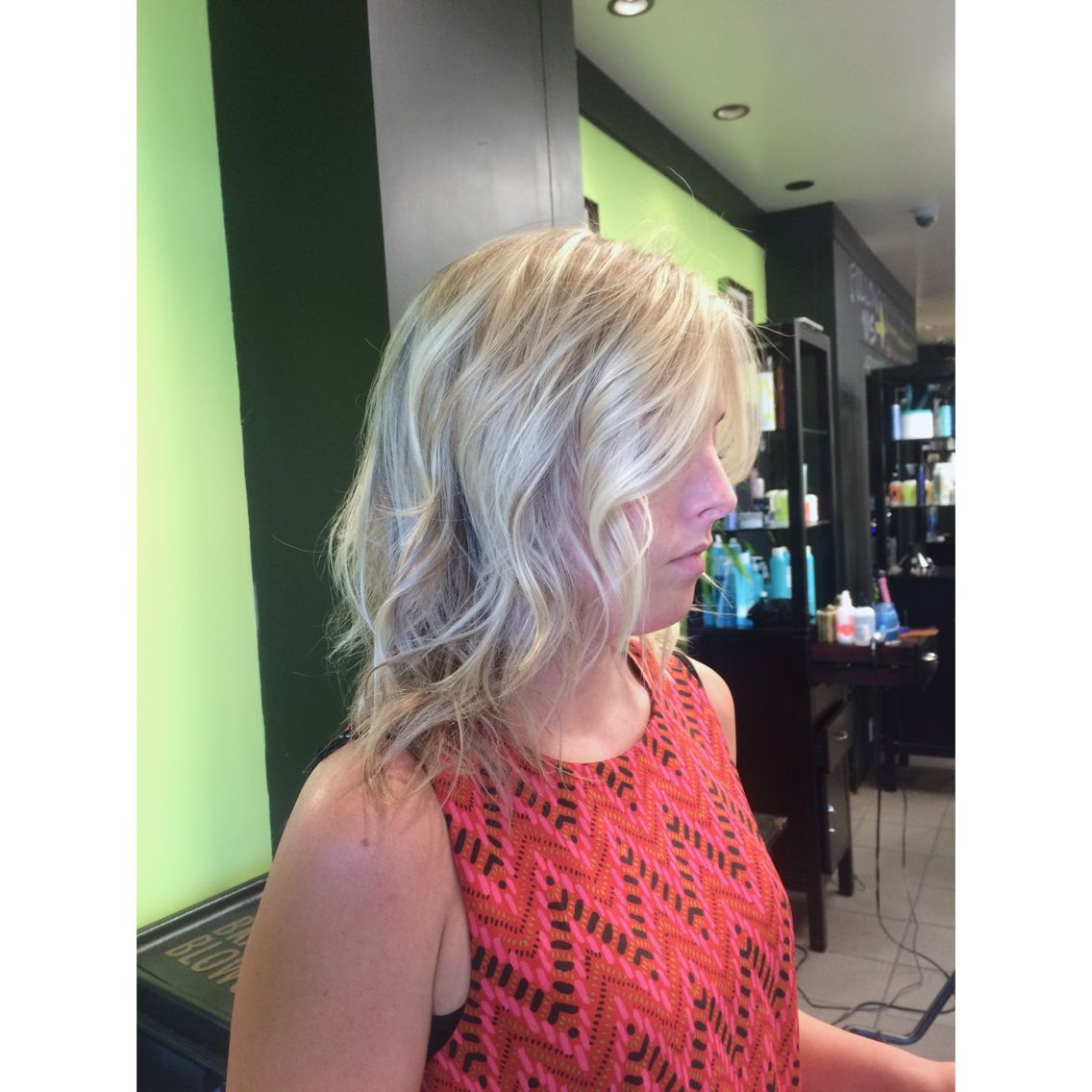 Ombre and highlights,beach blonde medium length hair #ombre #beachblonde #blonde #brightblonde #blondehair #hair #platinumblonde #highlights #mediumlengthhair