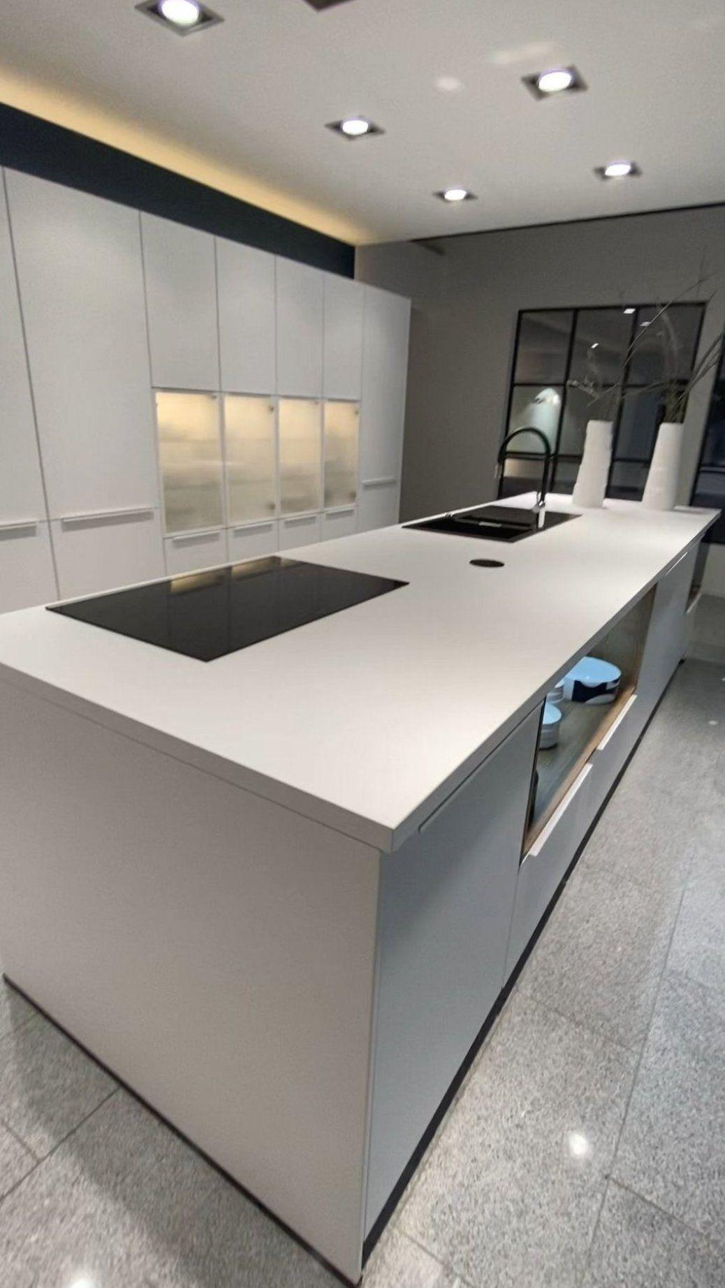 Lack Matt In Alpinweiss Mit Den Neuen Aufgesetzten Griffen In Alpinweiss Die Am Meisten Contemporary Kitchen Design Kitchen Room Design Modern Kitchen Design