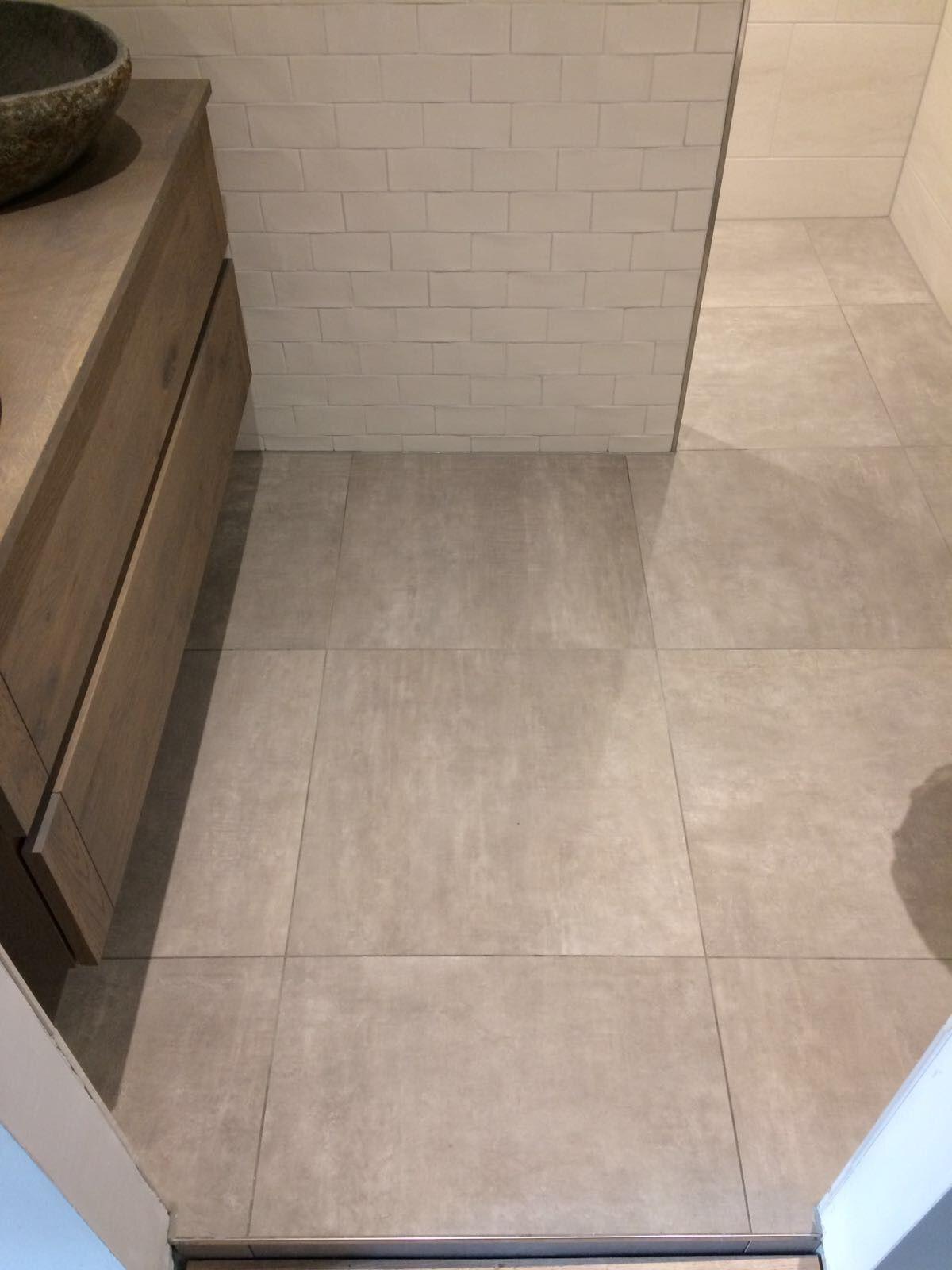 Vloertegels badkamer Betonlook unicom   Unicom starker   Pinterest