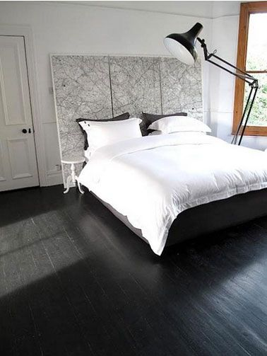 chambre parquet noir t te de lit carte routi re noir et. Black Bedroom Furniture Sets. Home Design Ideas