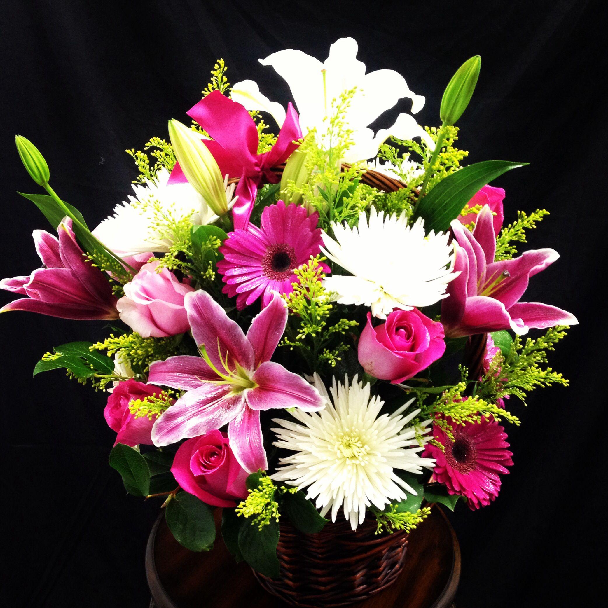 Beautiful flower basket visit us at gardenofroses beautiful flower basket visit us at gardenofroses ieflorist florist izmirmasajfo