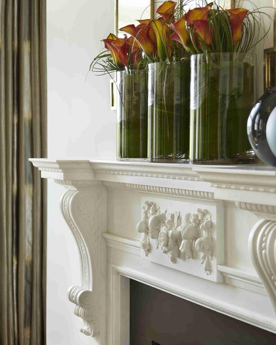 Fresh flowers add a splash of colour to the delicately detailed fireplace in the living room of our Hyde Park project #architecture #plasterwork #mouldings #details #fireplace #living #snug #livingroom #homedecor #flowers #floral #accessories #homedressing #colourlondon #instastyle #inspiration #homedecor #decor #luxuryhomes #luxury #instastyle #residential #style #interior123 #katharinepooleyltd