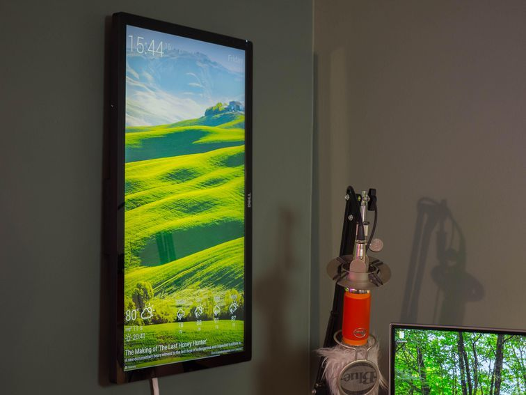 Have an old monitor and a Raspberry Pi lying around? Put them both to great use with this DIY wall-mounted display.