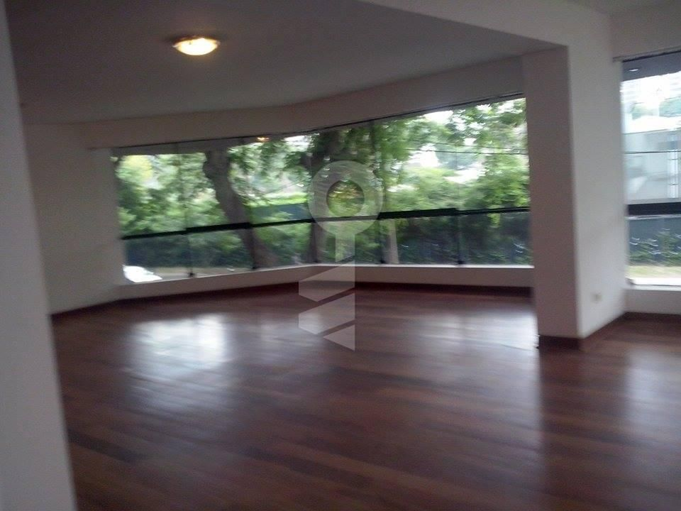 Drab pics, but size is good, price low, exact location? Rent in San Gabriel San Isidro 287 m², Province of Lima - AdondeVivir