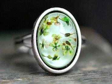 Resin ring with tiny dried flowers. Mint/Silver. Adjustable