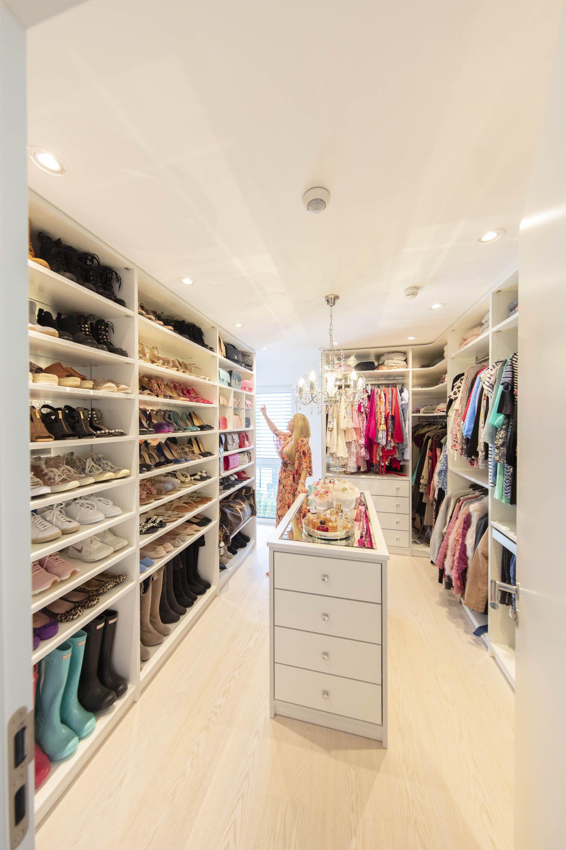 Begehbarer Kleiderschrank Von Cabinet Ankleidezimmer Ankleide Zimmer Begehbarer Kleiderschrank
