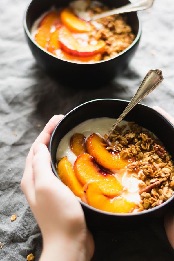 Peach Crisp Yogurt Bowls #vanillayogurt