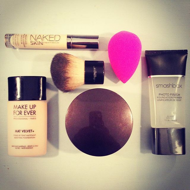What's on my face. I've worn this every day this week and I'm loving the results! What are your beauty foundation essentials? Tell me in the comments below ⬇️ . #Foundation #FoundationRoutine #BeautyBlender #MakeupForever #UrbanDecay #LauraMercier #BellaPierre #smashbox