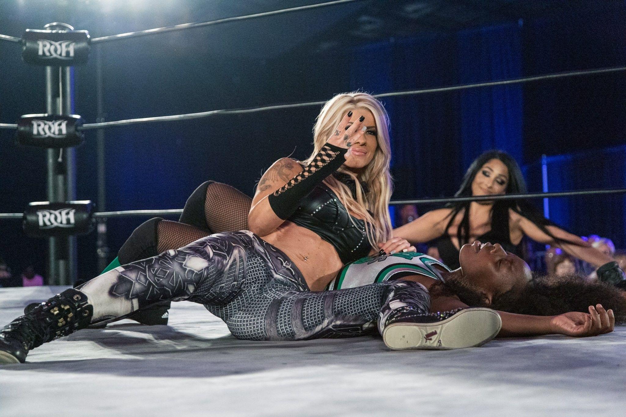Pin on WWE Divas ↬★ˎˊ-⌇