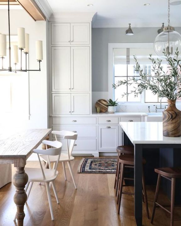 Beautiful Kitchen island with Two Chairs