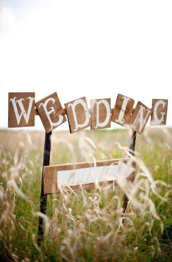 Summer wedding wood sign decoration, Rustic decoration for summer wedding, summer wedding decor ideas www.loveitsomuch.com