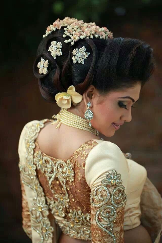 Romaya Brides Modern Kandyan Style Amazing Jacket Outfit For Brides Sri Lanka Simple Bridal Hairstyle Bridal Hair Bride Hairstyles