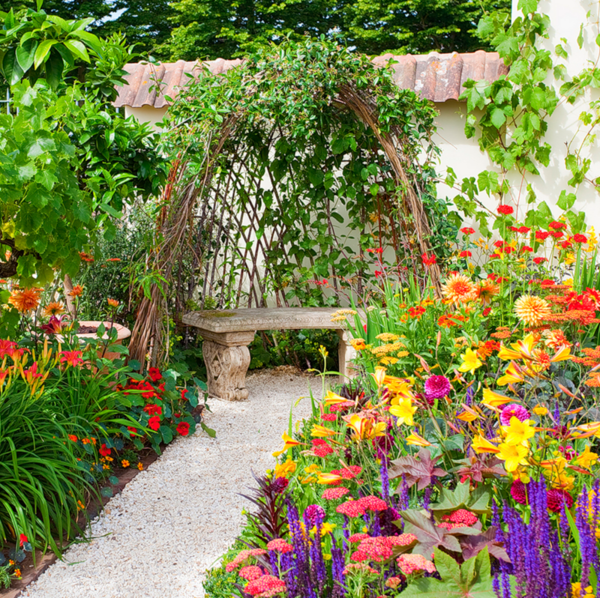 15 Amazing Spilling Flower Landscape Design Ideas: Garden Flowers Walkway Gravel Stones Climbing Plants