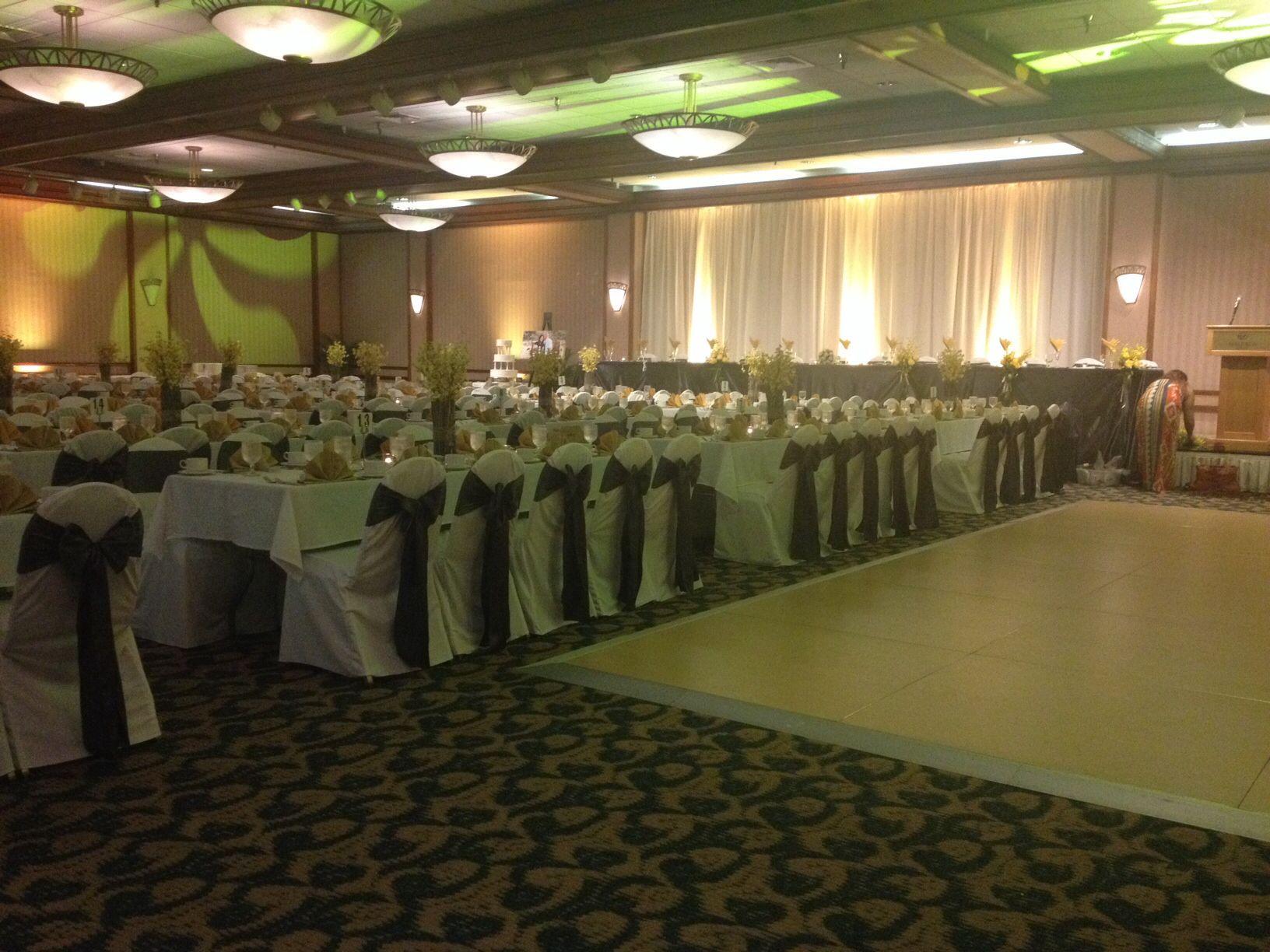 Beautiful Wedding At Hale Koa Hotel Waikiki Ballroom Hotel Wedding Venues Hotel Wedding Beautiful Weddings