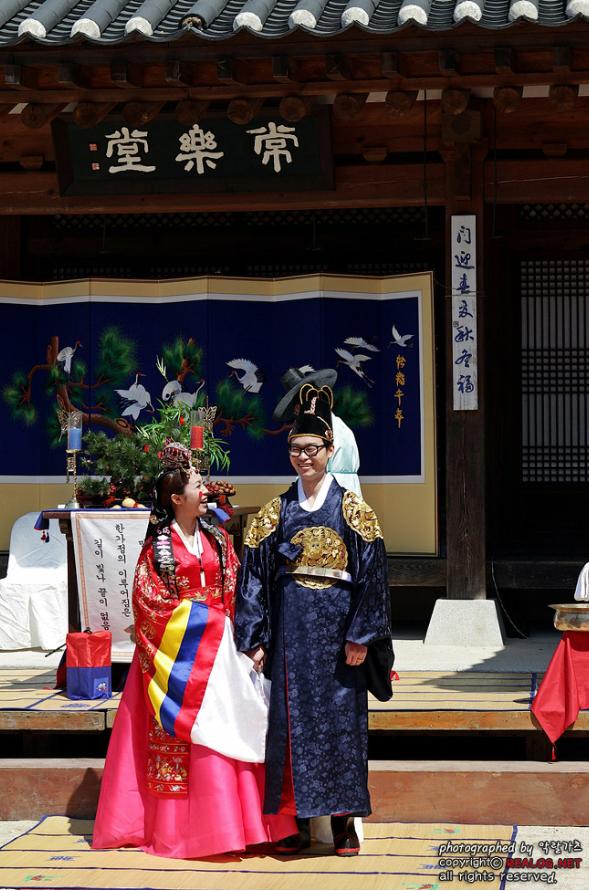 Photo of Wedding Dresses Around the World | HAPPEE TRAVELERS