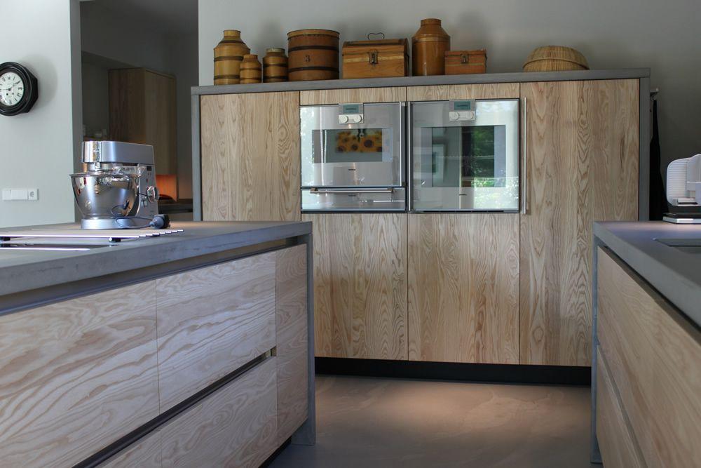 Jp walker houten keuken op maat gemaakt greeploos van essenhout met werkblad van beton keuken - Deco giet keuken ...