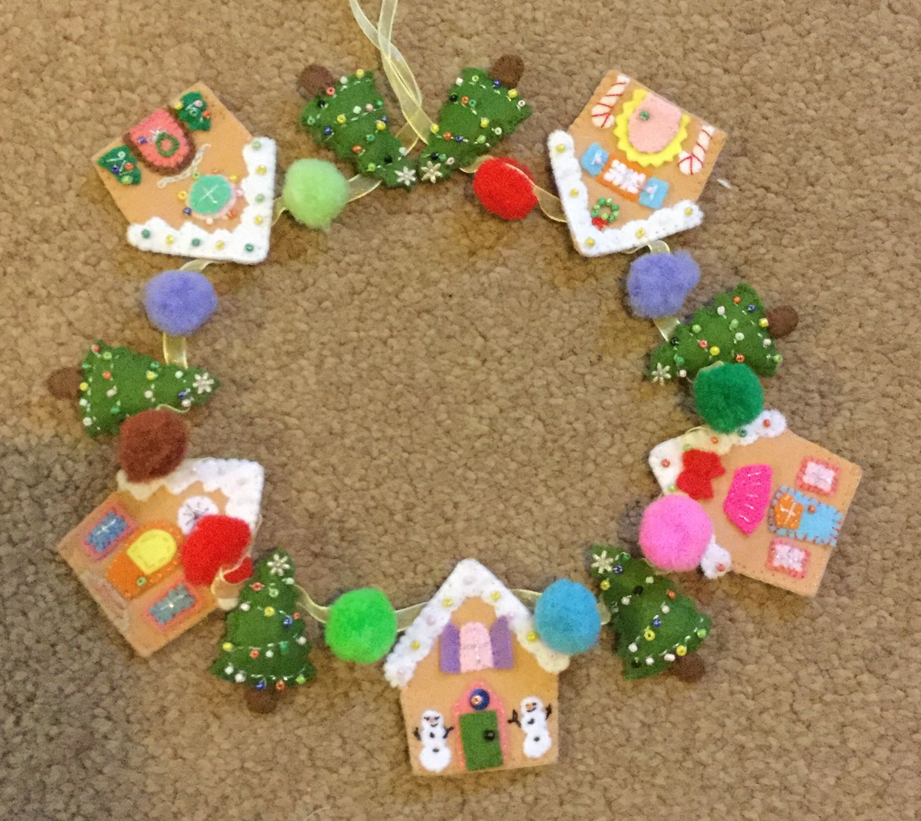 Gingerbread Houses And Christmas Trees Garland Pattern