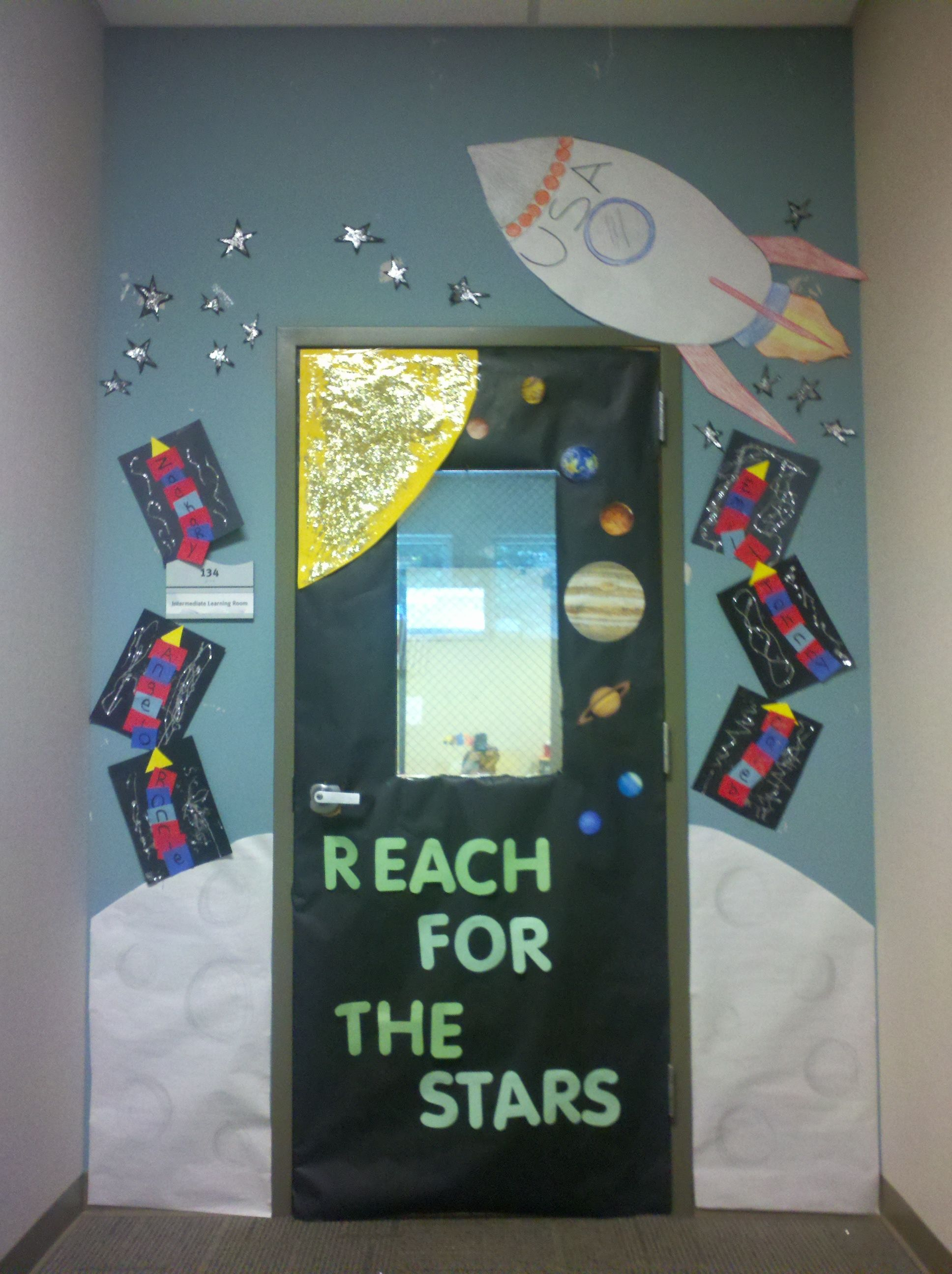 Space theme classroom door the eibi space theme for Outer space decor ideas