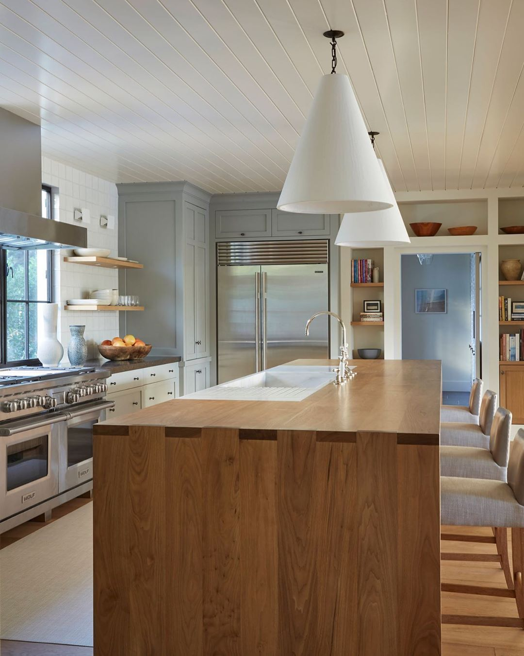 Santa Monica Home With Heavenly Backyard Asks 5 25m Bungalow Kitchen Home Kitchen Inspirations