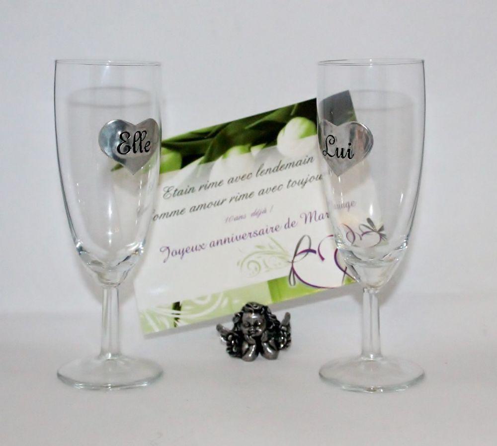 Idée cadeau pour un couple le duo champagne Elle et Lui Création originale et artisanale exclusivité produit Coupes champagne en verre et appliques. (http://www.boutique-etain.fr/coupes-a-champagne-elle--lui-2744-p.asp)