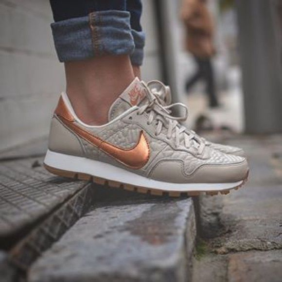 nike air pegasus 83 beige gold