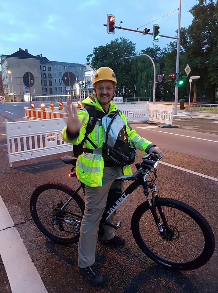Bei manchen Großveranstaltungen ist Mobilität erforderlich, da steigt man auch mal gern aufs Fahrrad. :)