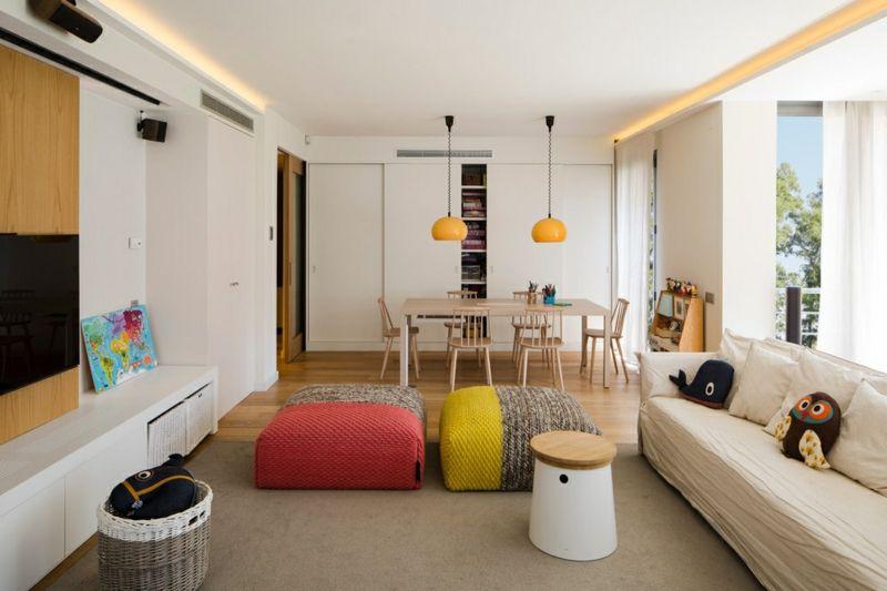 schlichte Wohzimmermöbel in warmen Farben wie Orange, Gelb, Rot - farbe für schlafzimmer
