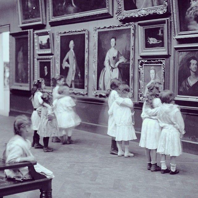 MET museum. This photograph of children in the galleries was taken in 1913.