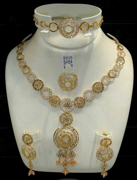 Jewellery Designs And Collections From Saudi Arabia With Images Gold Jewellery Design Necklaces Gold Bangles Design Pure Gold Jewellery