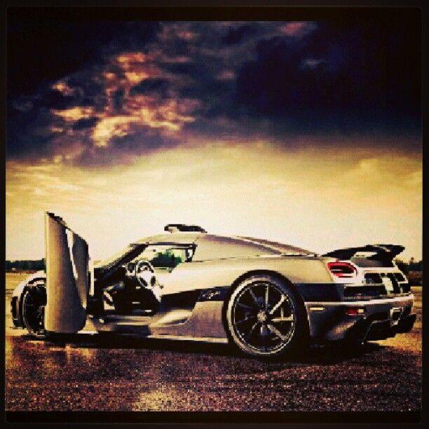 Stunning Koenigsegg looking mean!