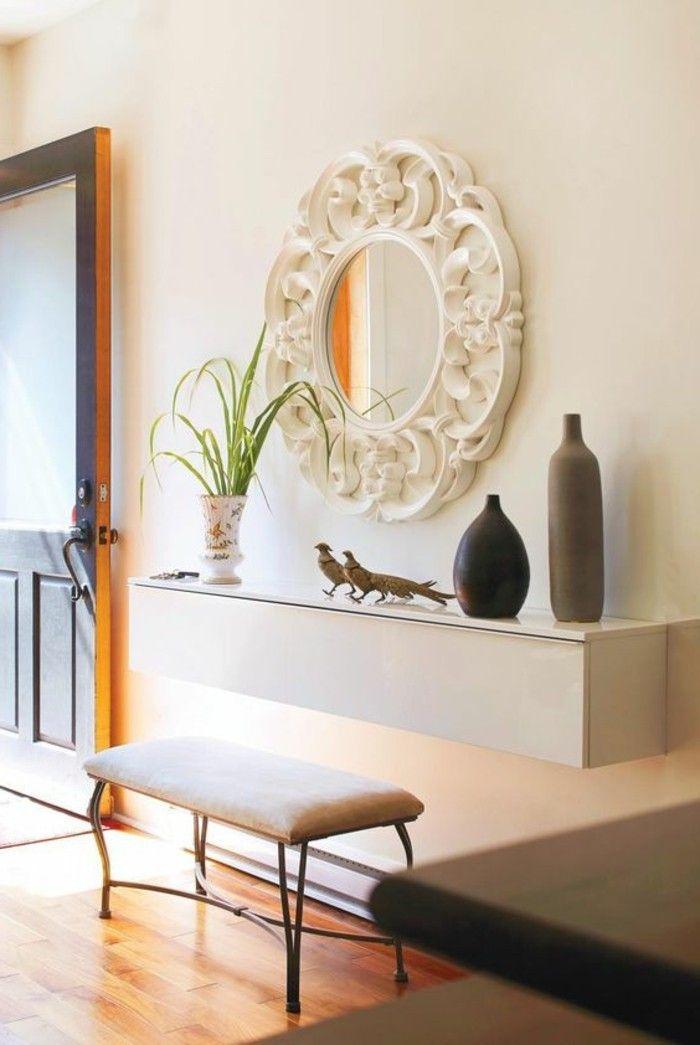 flur einrichten deko flur rundem spiegel mit weisem rahmen weiser hocker pflanze accessoires. Black Bedroom Furniture Sets. Home Design Ideas