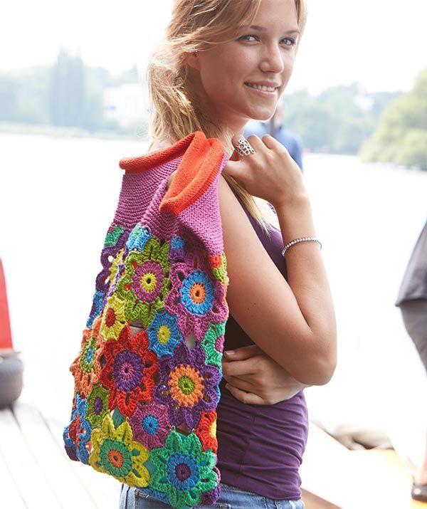 Bunte Blütentasche, S9023 - Gratisanleitung: Flower Power - die Hippiezeit lässt grüßen mit dieser bunten Blütentasche aus Schachenmayr Catania. Wer damit auf Tour geht, bei dem ist gute Laune garantiert...
