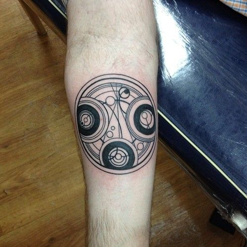 Time Lord Seal By Erica Mattson At Thors Hammer And Needle In Poulsbo Wa Or Jackalope In Portland Or And American Ma Doctor Who Tattoos Life Tattoos Tattoos