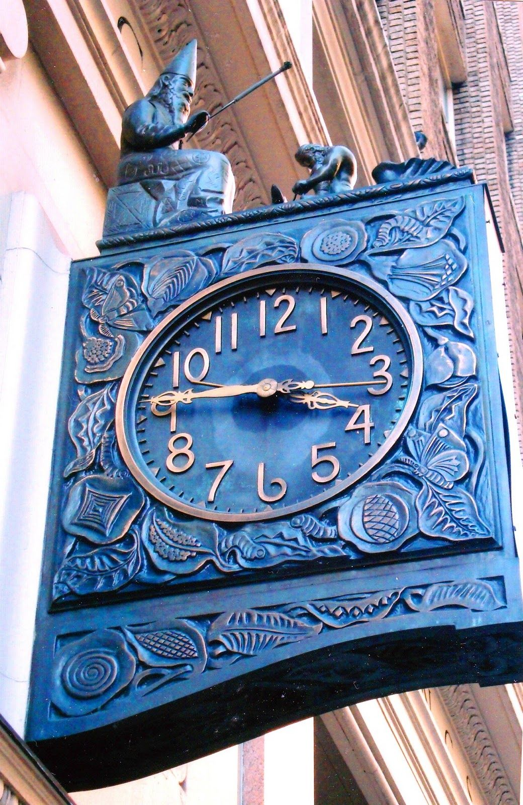 Merlin raises his wandtolightly rapthe blacksmith who is pounding away on King Arthur's sword,and the Lady of the Lakearises from the case. Known as the Silk Clock,the workwas manufactured in 1926 by Seth Thomas.
