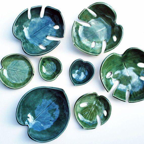 Monstera blad Bowl Philodendron Split blad groen slabpottery #ceramicpottery #potteryart #ceramicmugs #ceramicbowls #ceramicart #jewelrydish #leafjewelry #ceramicjewelry