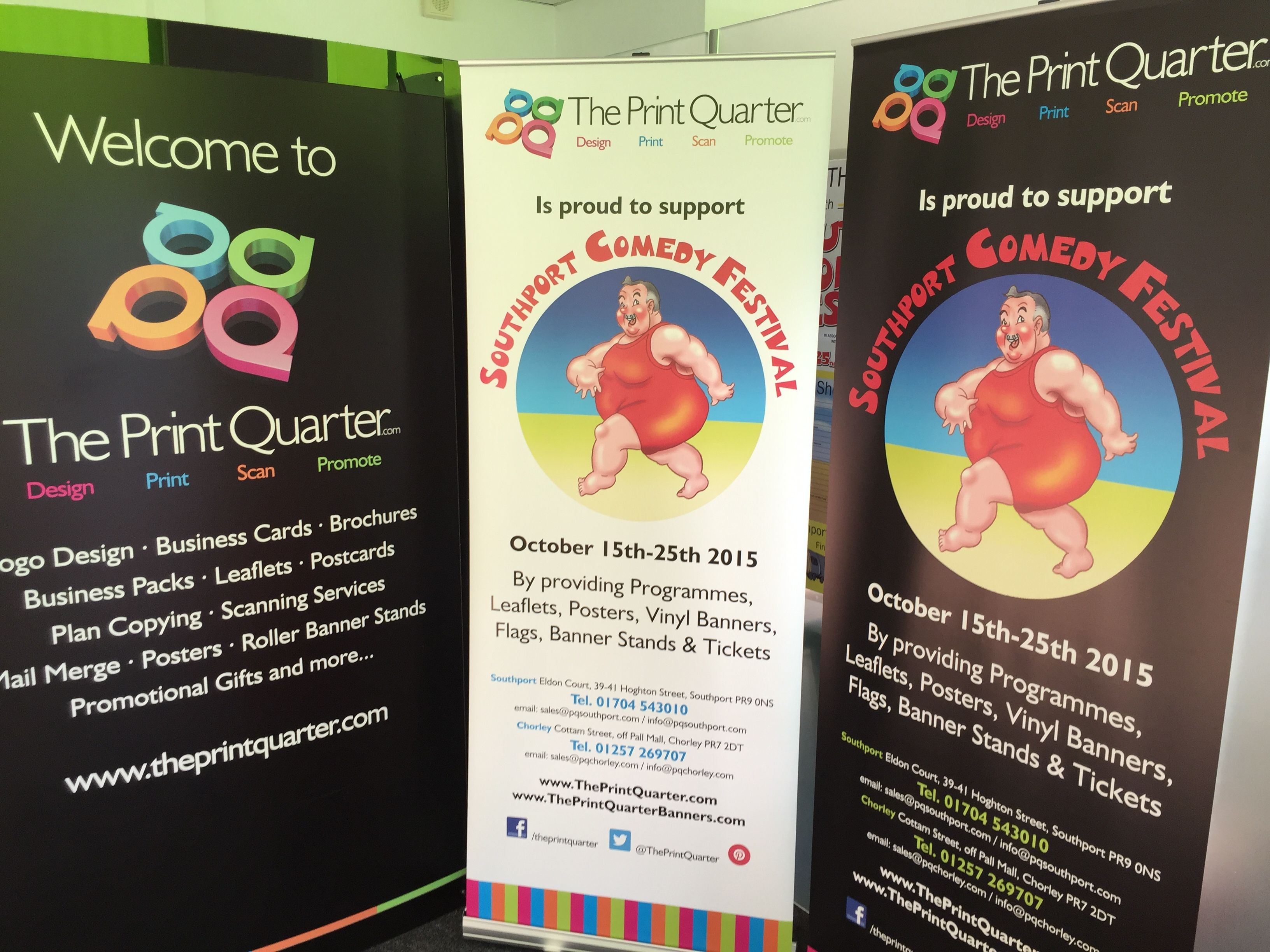 These  X Banner Stands Were Used At The Comedy Festival Venues To - Vinyl banners stands