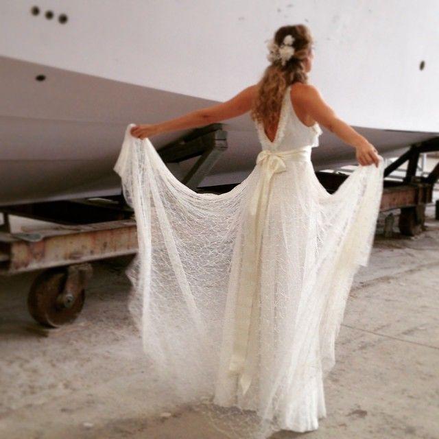 """Linda @talythapugliesi com vestido Carol Nasser! Esse já tem dona!! Foto do Making Of. Cabeça @barbarelah cabelo @gabiback #carolnasseratelier #noivacarolnasser #bride #renda #wedding  #noivacontemporanea #usecarolnasser"" Photo taken by @carolnasseratelier on Instagram, pinned via the InstaPin iOS App! http://www.instapinapp.com (04/07/2015)"