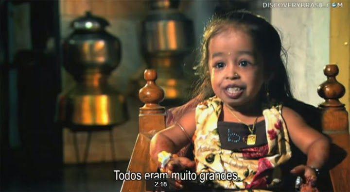 A MENOR MULHER DO MUNDO. Ela mede 62,8cm e comemora seus 18 anos com grandes sonhos.