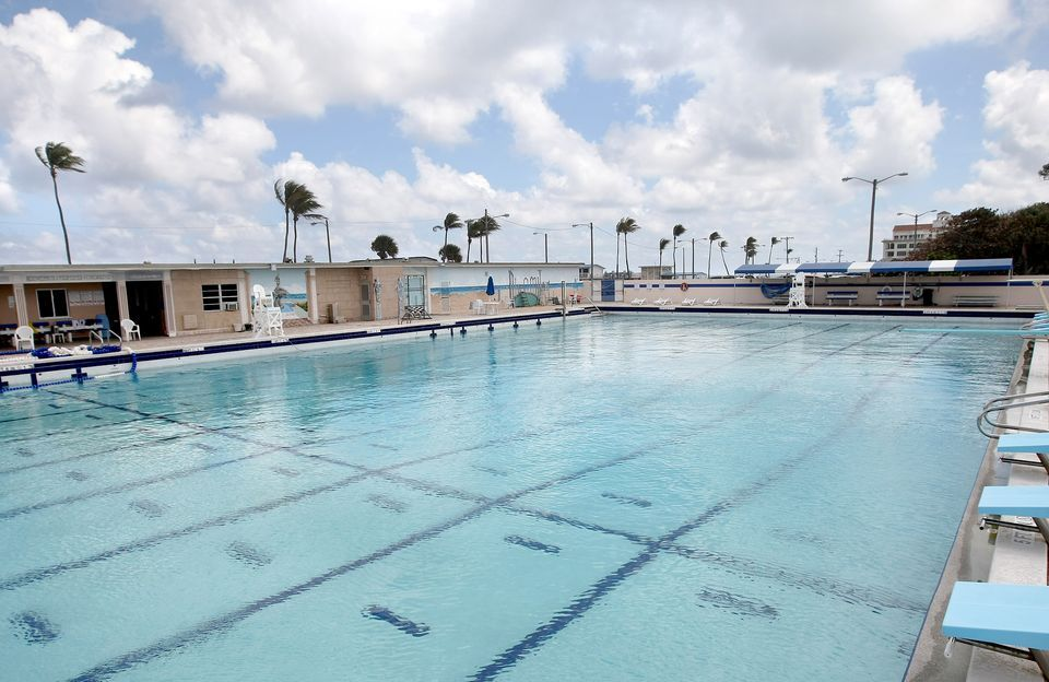 The Lake Worth Munil Swimming Pool Is Located At Beach And Offers Patrons