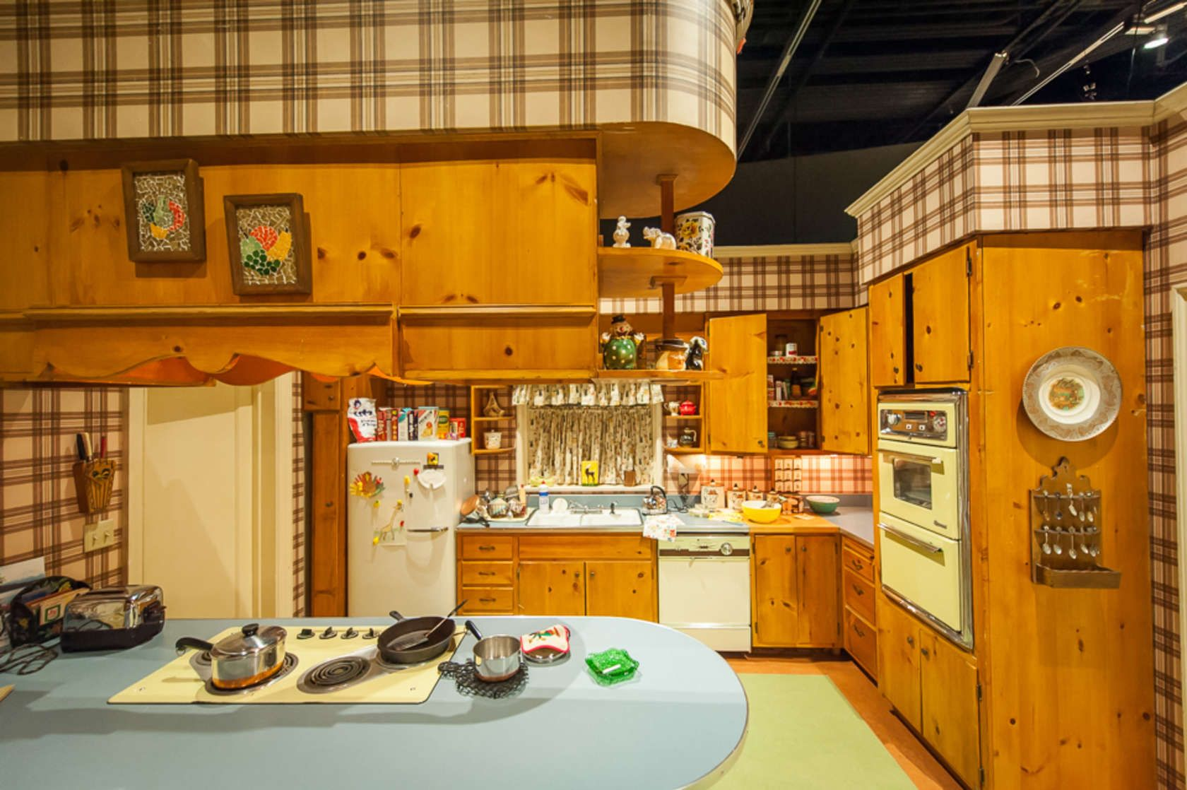 Mad Men Sets Have Arrived in New York, and They are Glorious