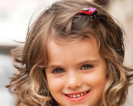 Haarschnitte für Mädchen mit lockigem Haar