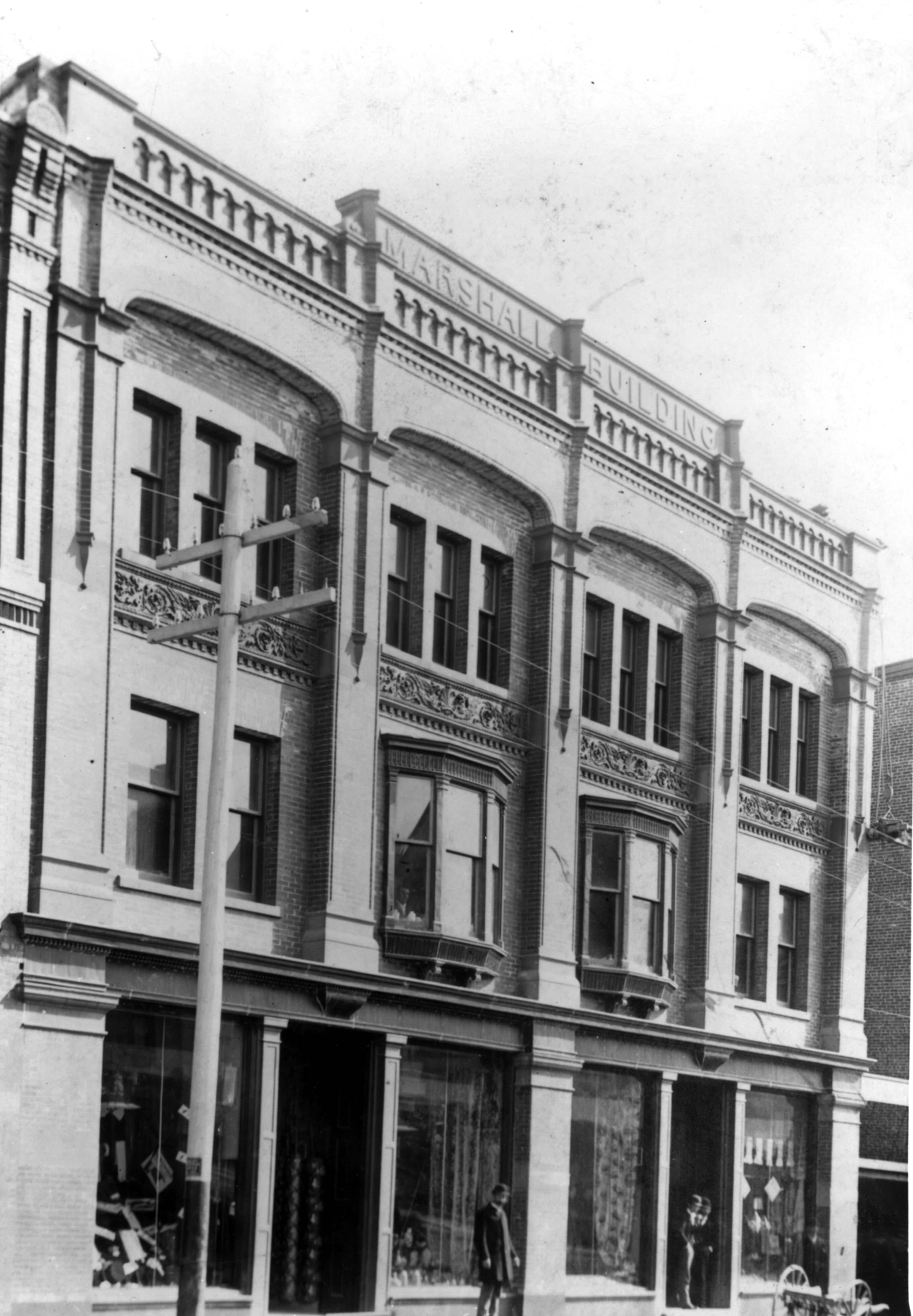 1900's Front view of the Marshall Building on the corner