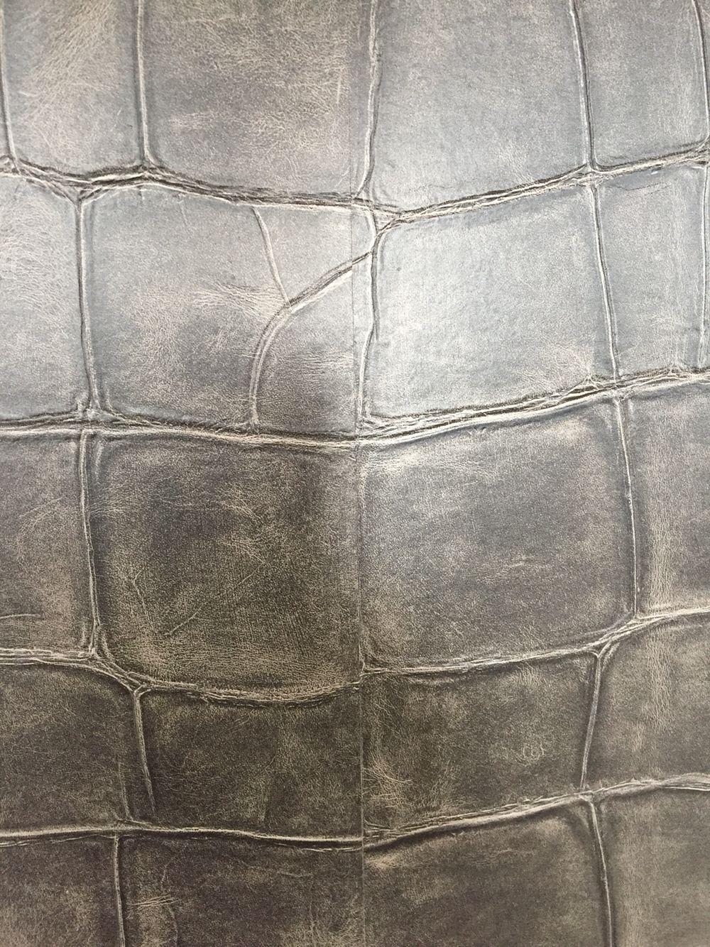 In de tv kamer is gekozen voor het lederen croco behang geweldige combinatie met de kleur - Modern behang voor volwassen kamer ...