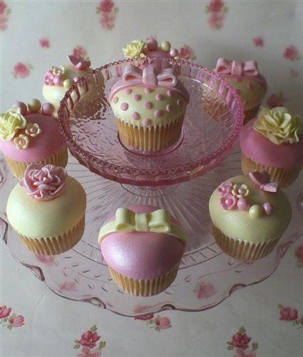 Polka Dot & Bow Cupcakes