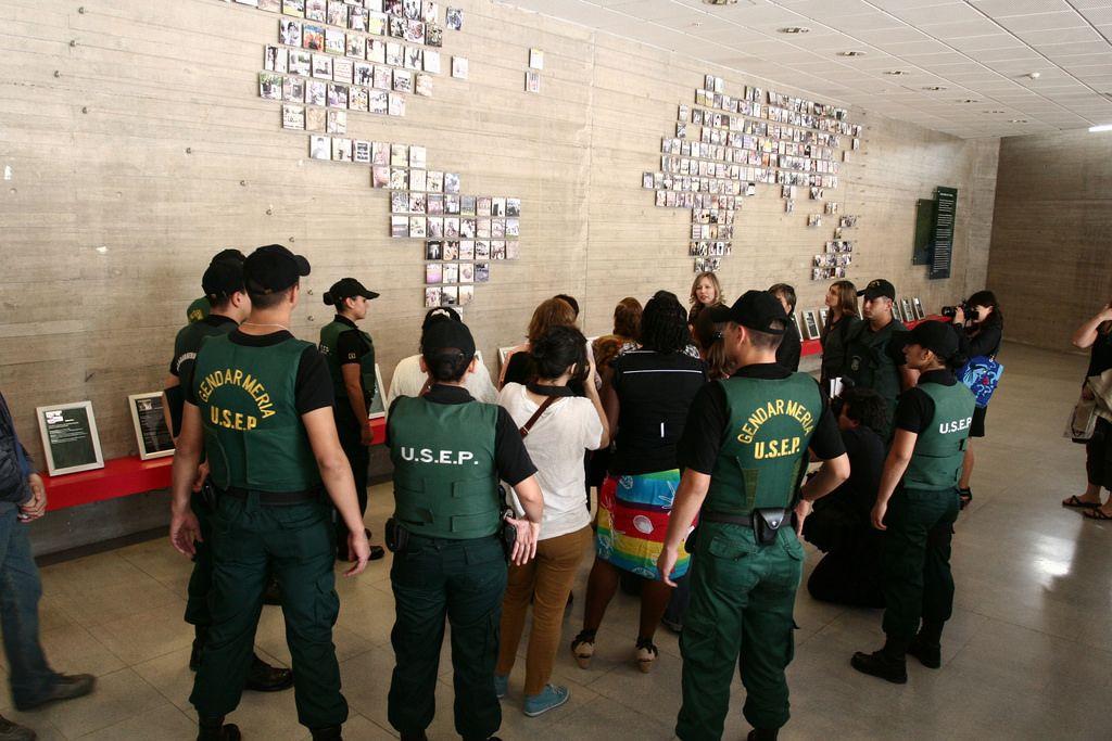 Museo De La Memoria Y Los Derechos Humanos Día De La Mujer 2011 Fashion Academic Dress Dresses