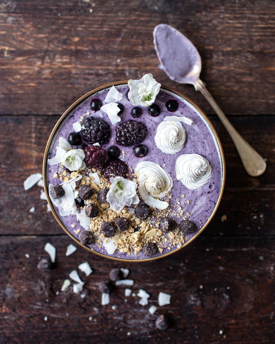 """""""this is what's happening right now ☝️ blackcurrant boysenberry smoothie bowl. oh my."""""""