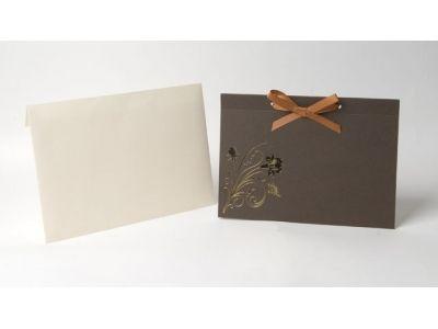 KA8 - Invitación Marrón con Grabado Floral