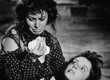 "Sophia Loren in ""Two Women"" (1960), directed by Vittorio De Sica....GREAT  MOVIE!!! | Sophia loren, Sophia loren photo, Sophia loren images"