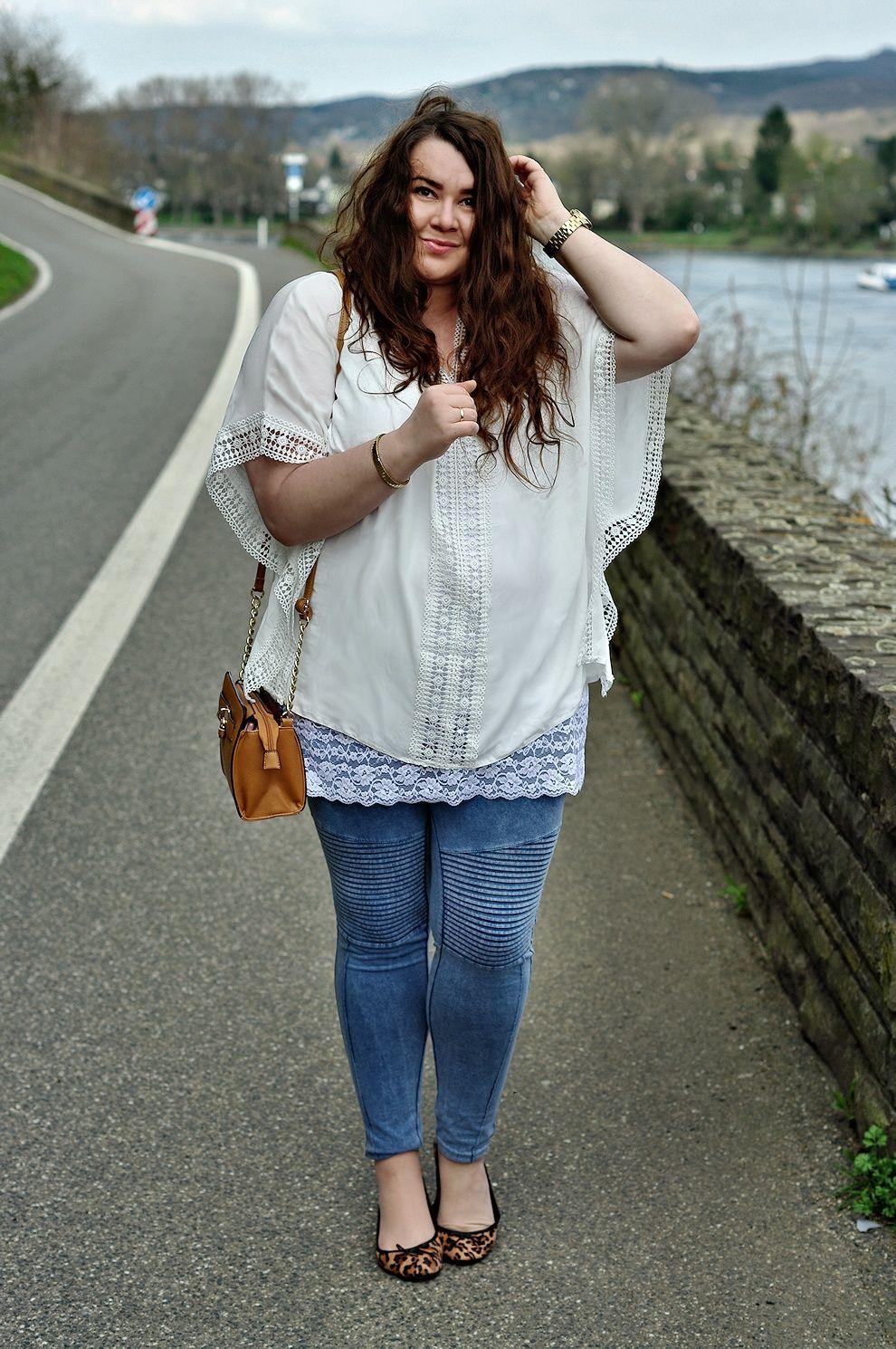 ee6e783350f72 Große Größen Plus Size Fashion Blog - hippie boho style - white poncho  shirt